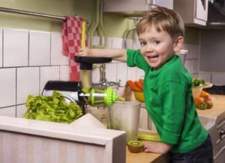 38402391 - making green juice
